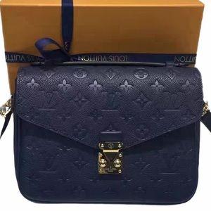 Stunning Pouchette Metis Blue Empriente
